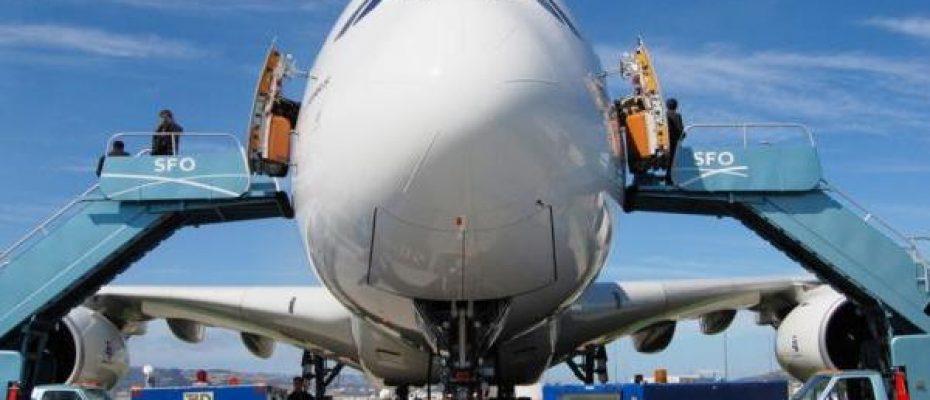 avião com peças 3D