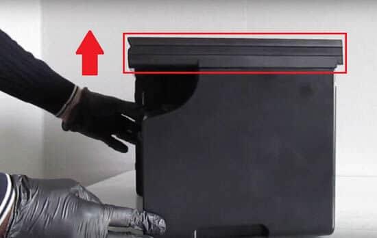 1) Puxe a tampa da impressora para cima.
