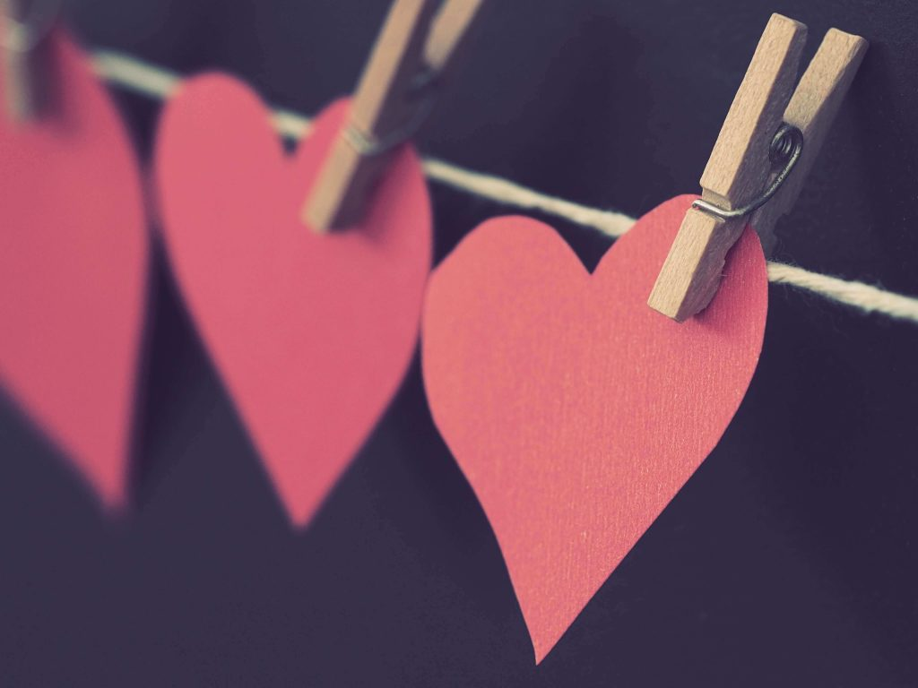 5- Faça seu próprio varal de corações, para enfeitar uma ocasião especial.