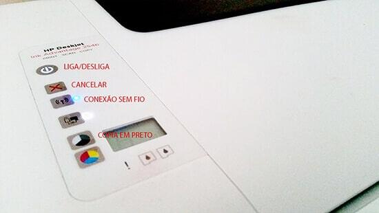 3. restaure as configurações padrão de fabrica, apertando os botões indicado.