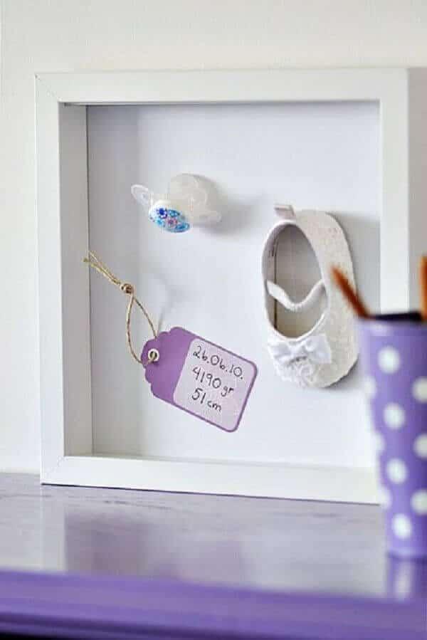 8) Sapato de bebe emoldurado